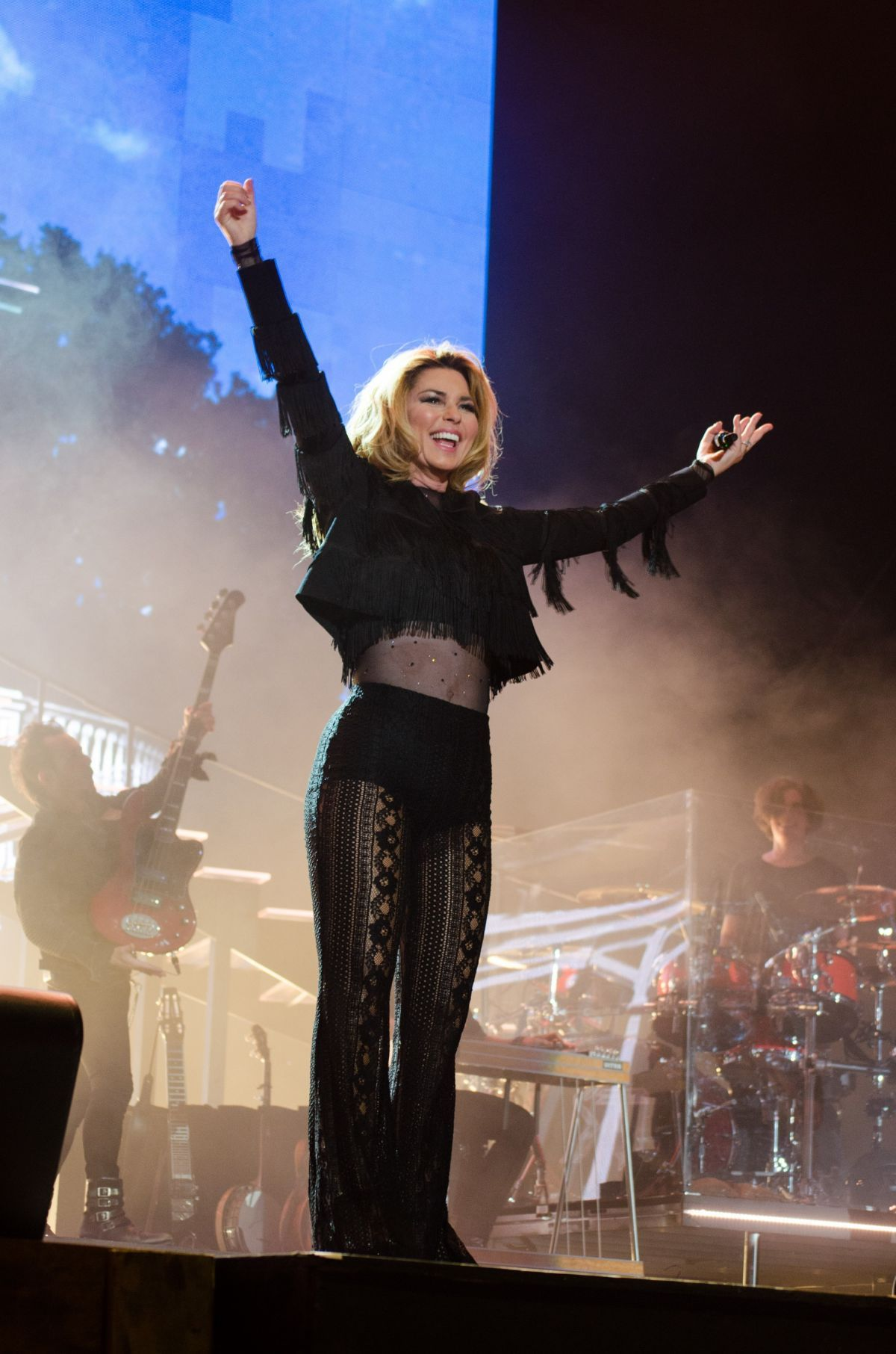 shania-twain-at-stagecoach-music-festival-2017-in-indio-_8.jpg