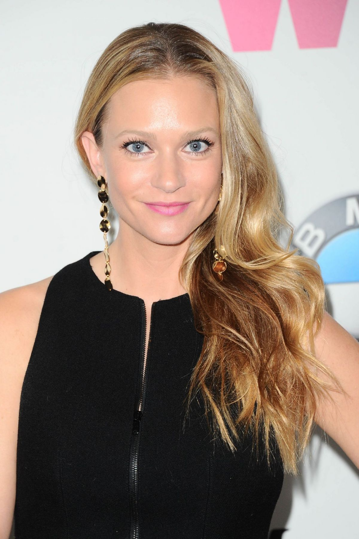 AJ Cook Biography Wiki, Bio, Age, Height, Weight, Facts