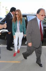 Isla Fisher Makes her way through the fans as she arrives at LAX, Los Angeles
