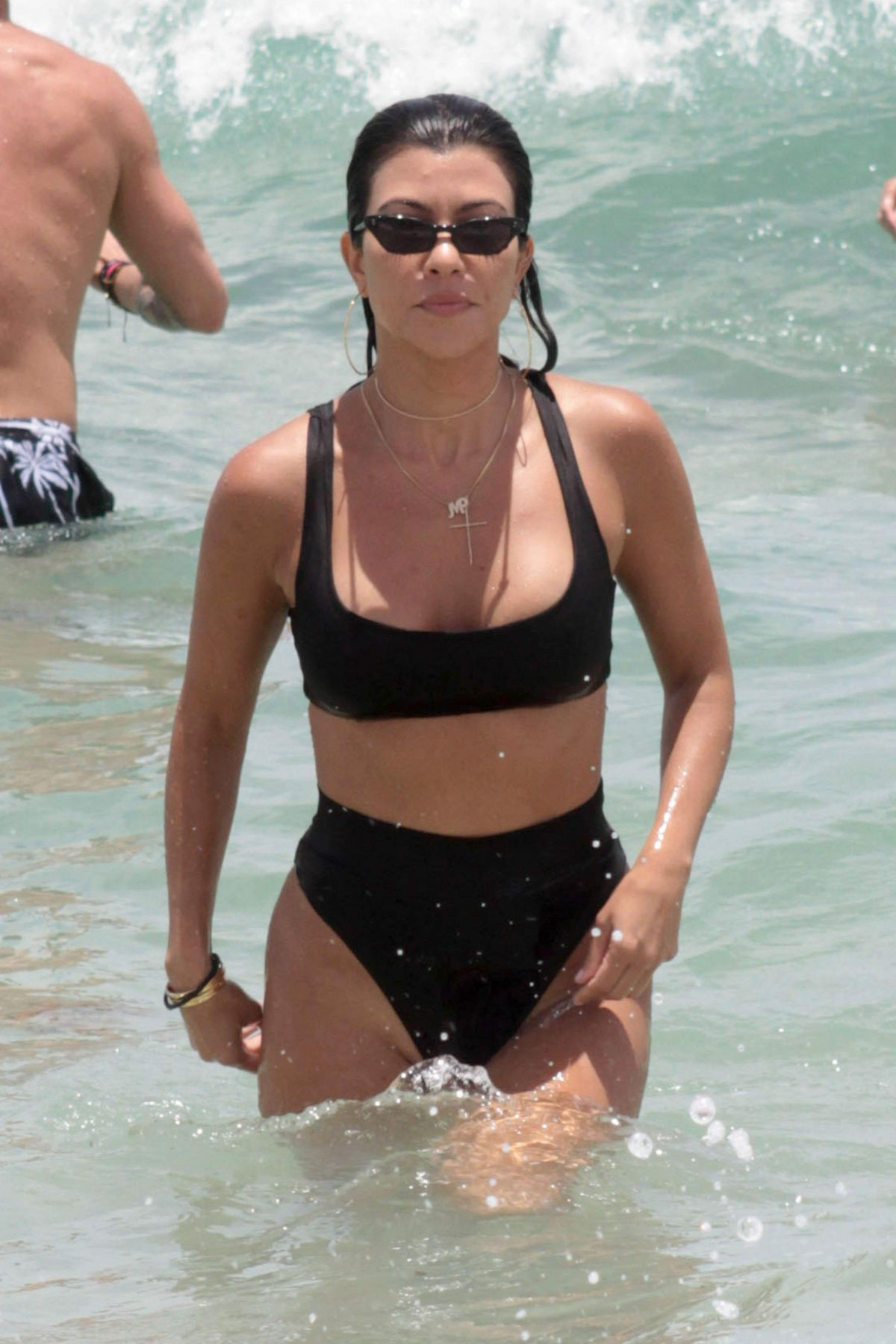 Kourtney kardashian in bikini