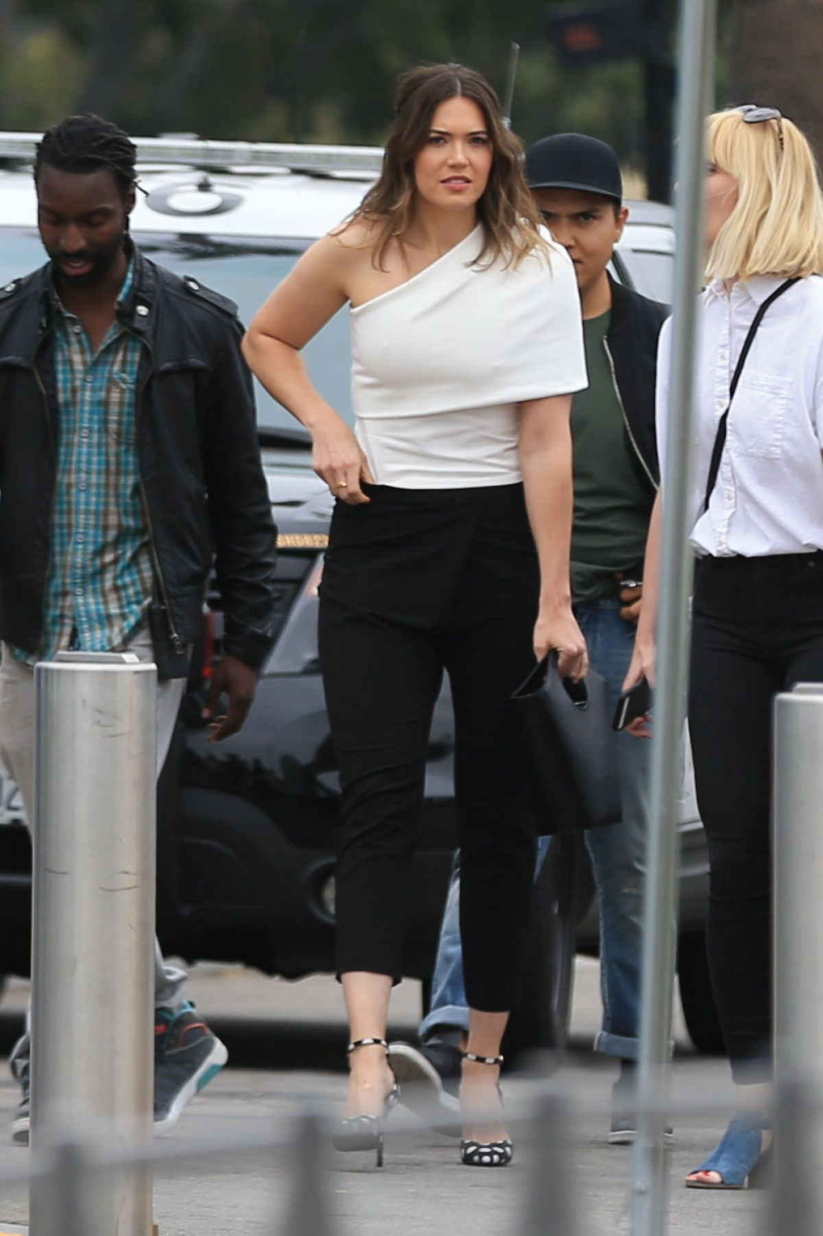 Mandy Moore At 'Extra' in Universal City   mandy-moore-at-extra-in-universal-city-_3