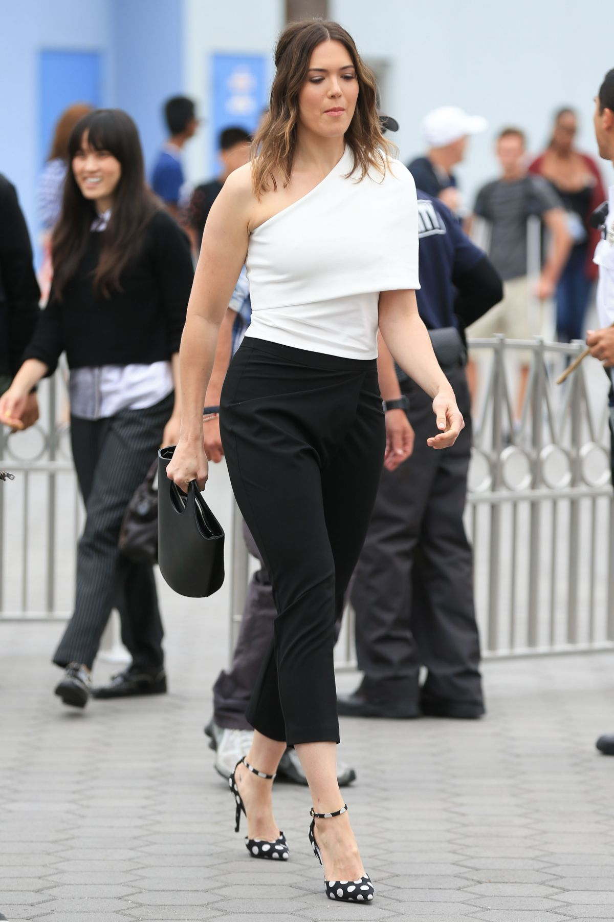 Mandy Moore At 'Extra' in Universal City   mandy-moore-at-extra-in-universal-city-_6