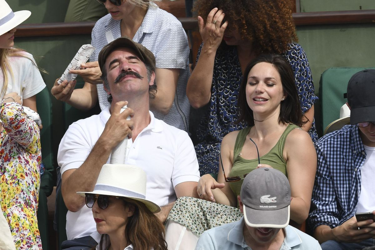 Nathalie pechalat at the french open mens final at roland for Gaelle et jean dujardin