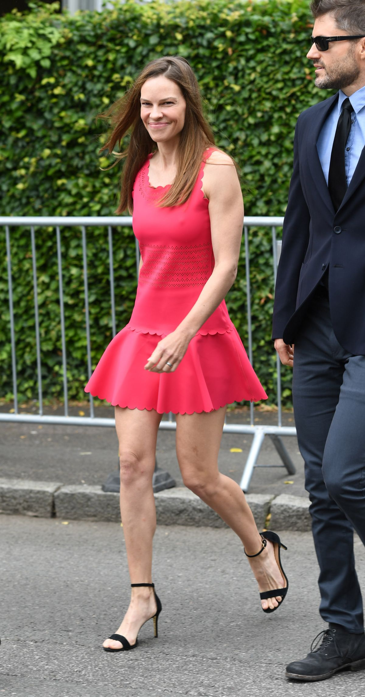 Hilary Swank Leaving t...