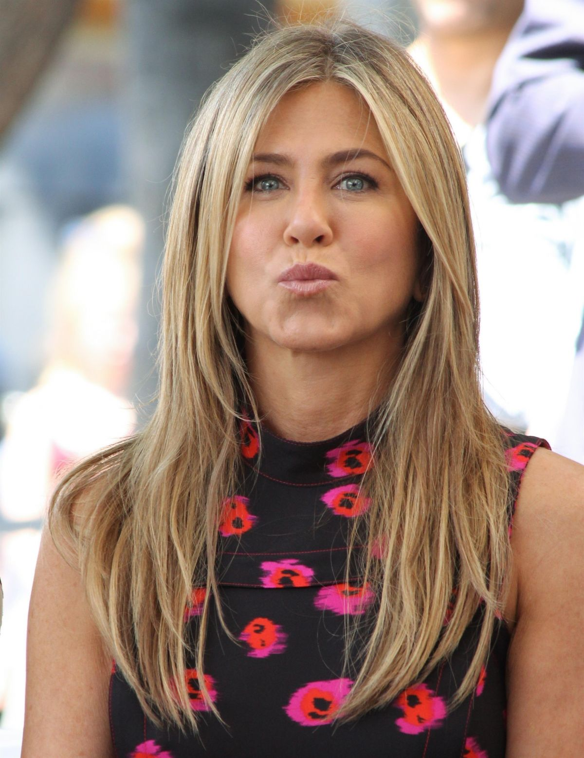 Jennifer Aniston At Jason Bateman's Hollywood Star Ceremony in Hollywood   jennifer-aniston-at-jason-bateman-s-hollywood-star-ceremony-in-hollywood_7