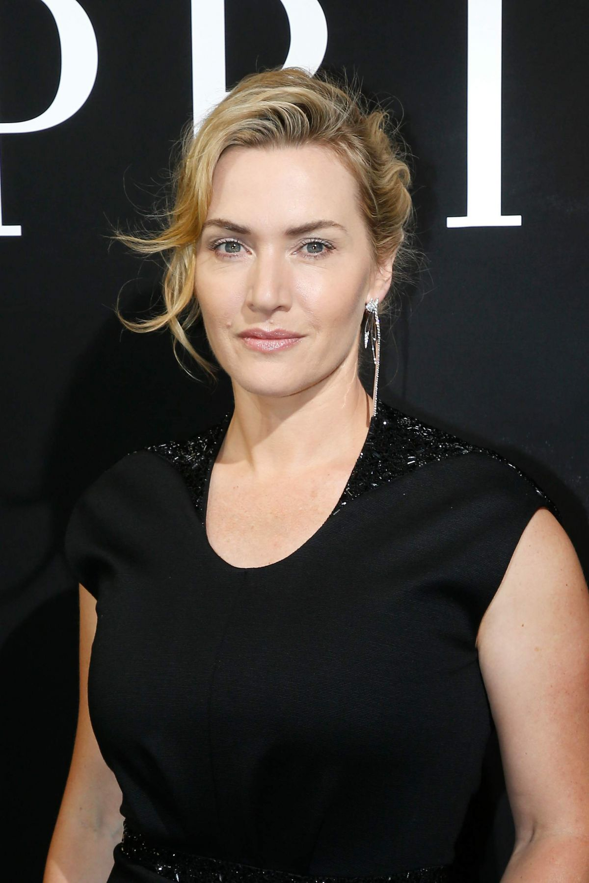 Kate Winslet At the Giorgio Armani Prive Haute Couture ... Kate Winslet