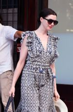 Anne Hathaway Spotted leaving her hotel wearing no make-up while heading to a photoshoot in NYC