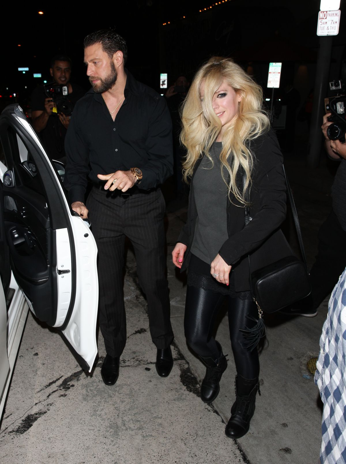 Avril Lavigne can t hide delight on date with new beau