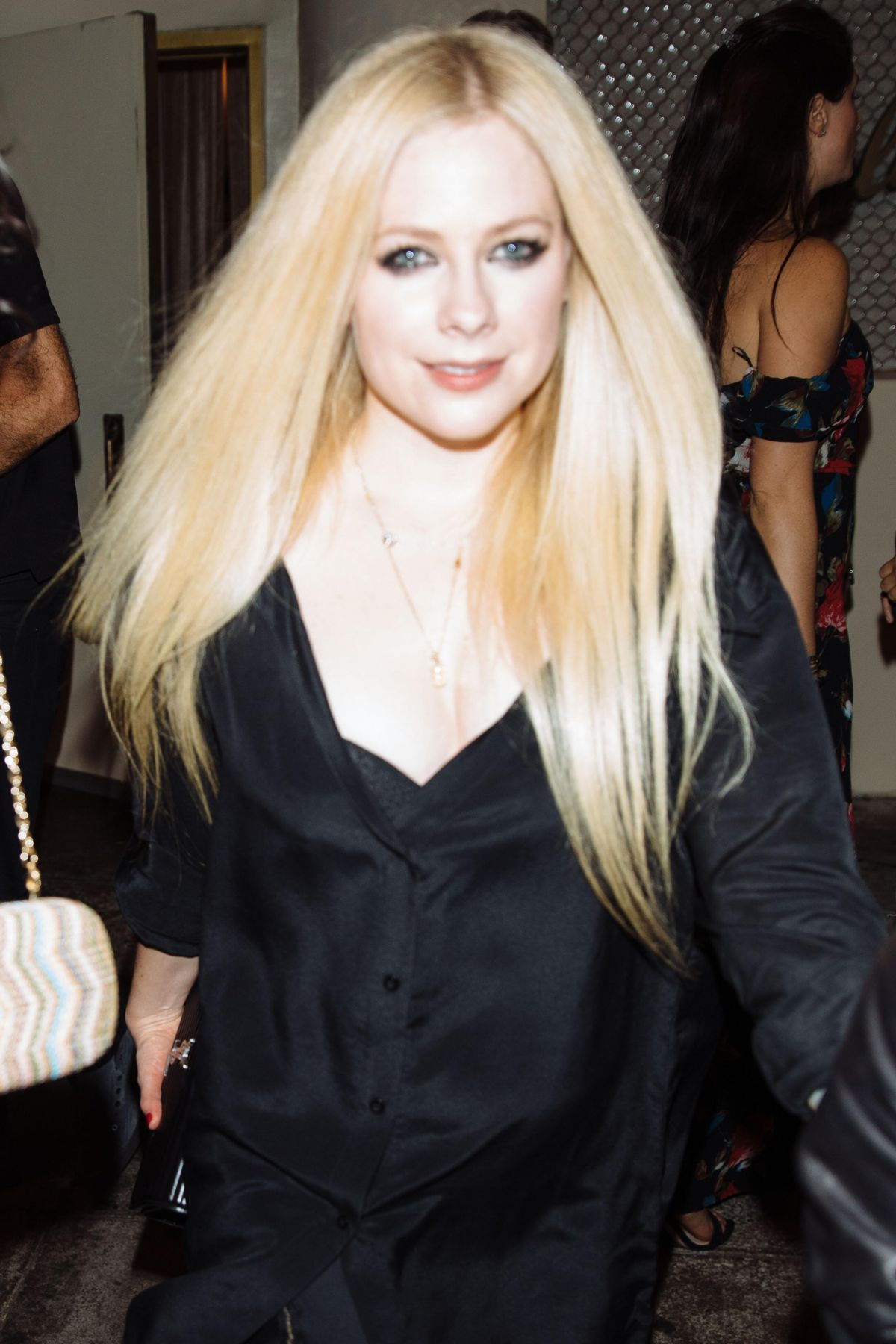 Avril Lavigne Leaving Delilah's Restaurant in LA - Celebzz ... Avril Lavigne