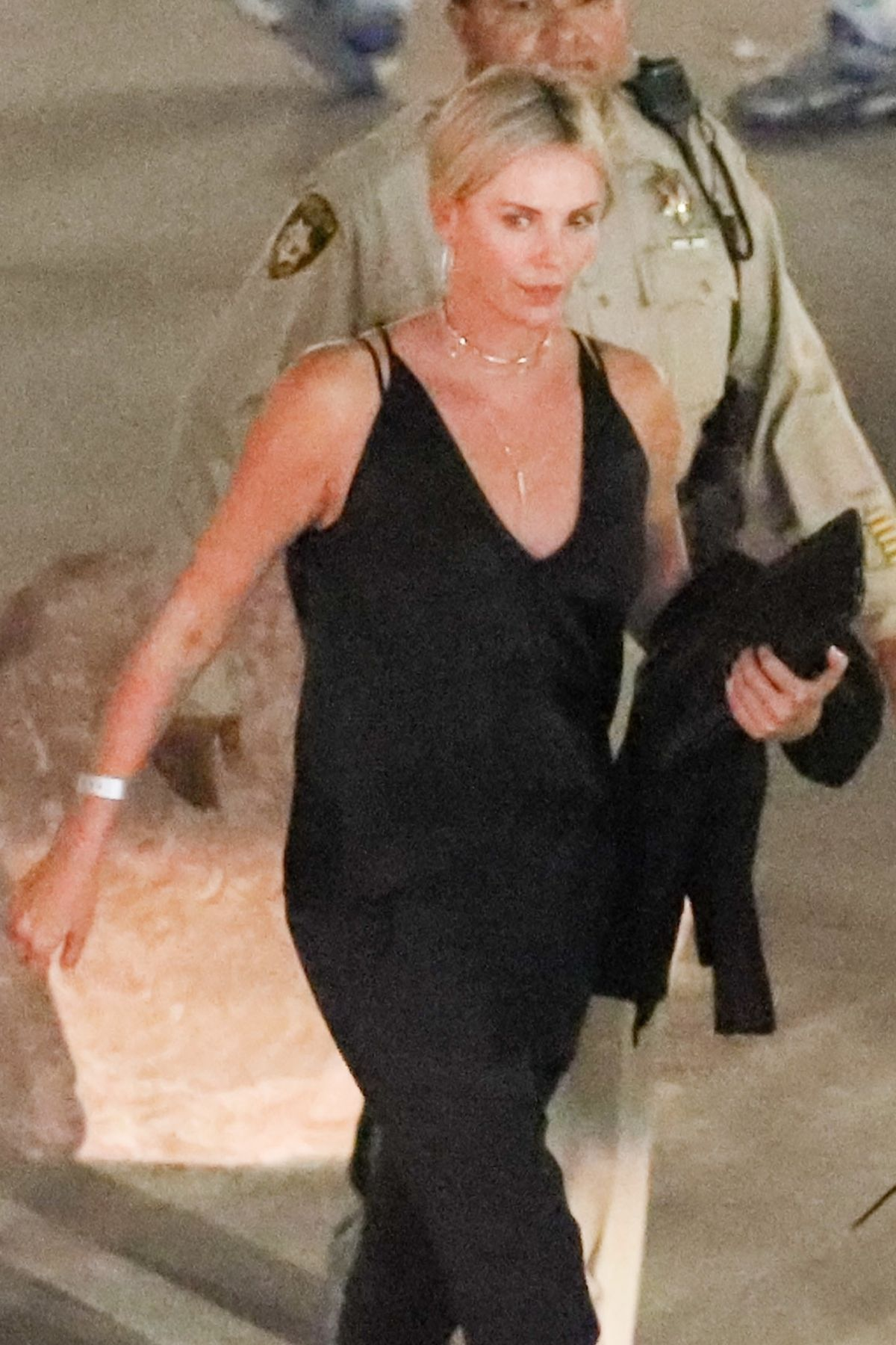 Charlize Theron Leaving Mayweather VS Mcgregor fight in ... Charlize Theron Feud