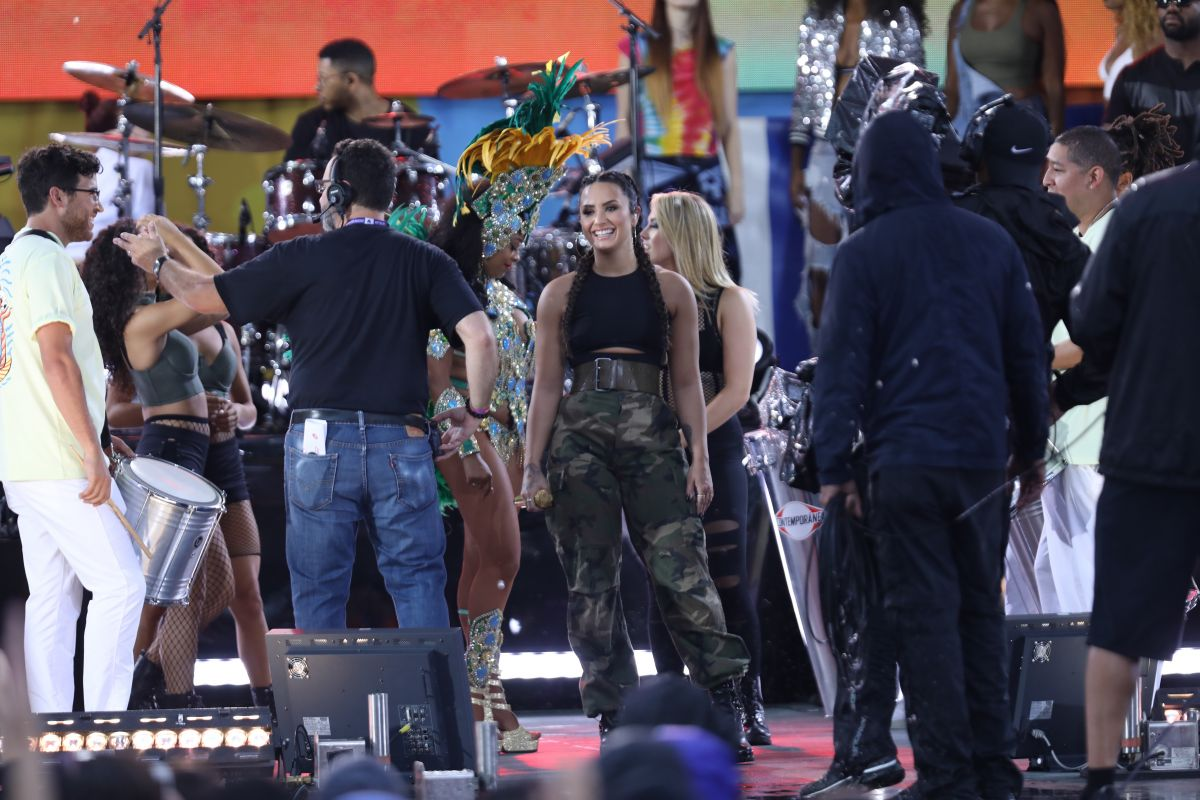 Good Morning America Performances : Demi lovato in concert on good morning america central