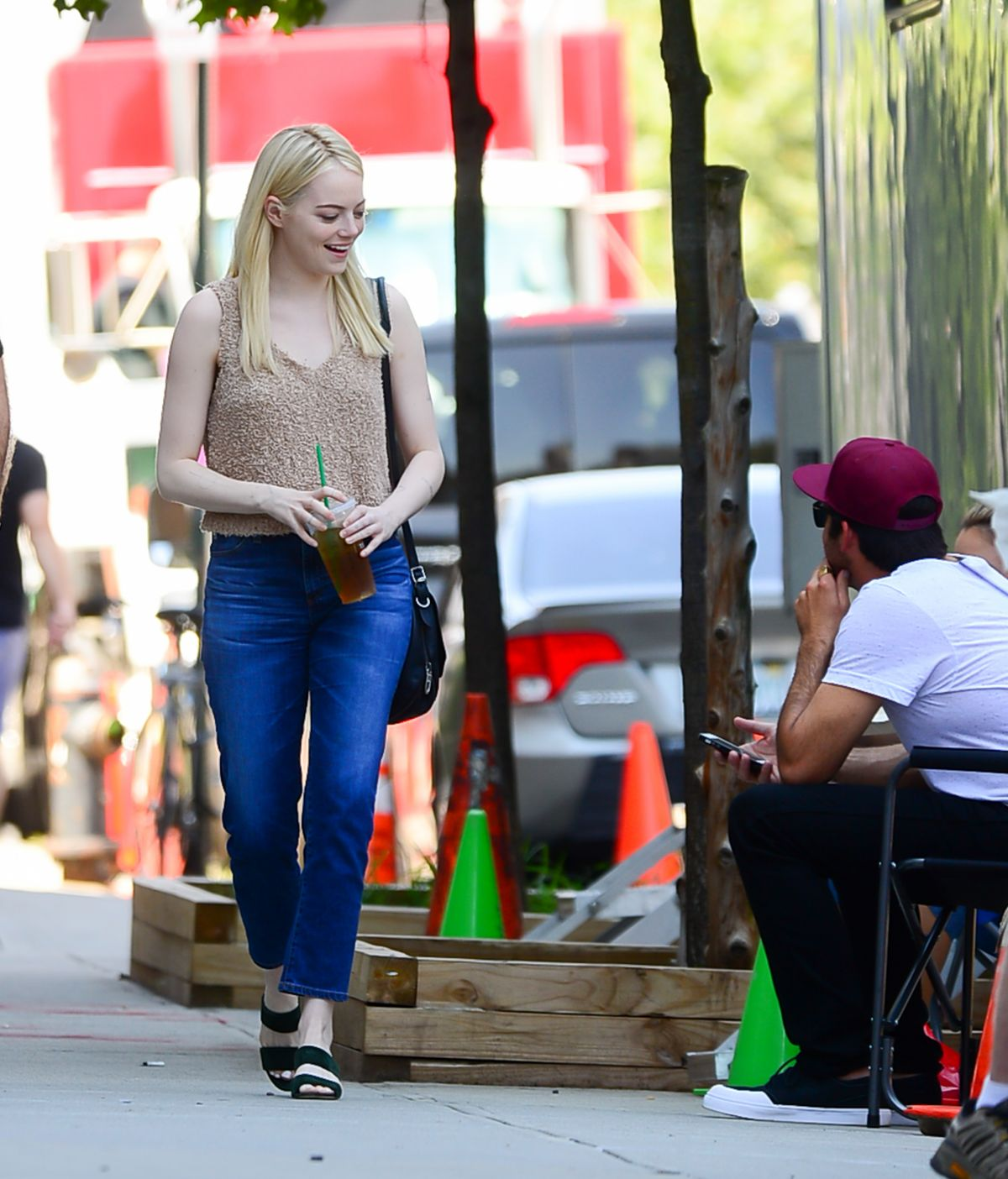 Emma Stone On the set of 'Maniac' in New York City ... Emma Stone Maniac
