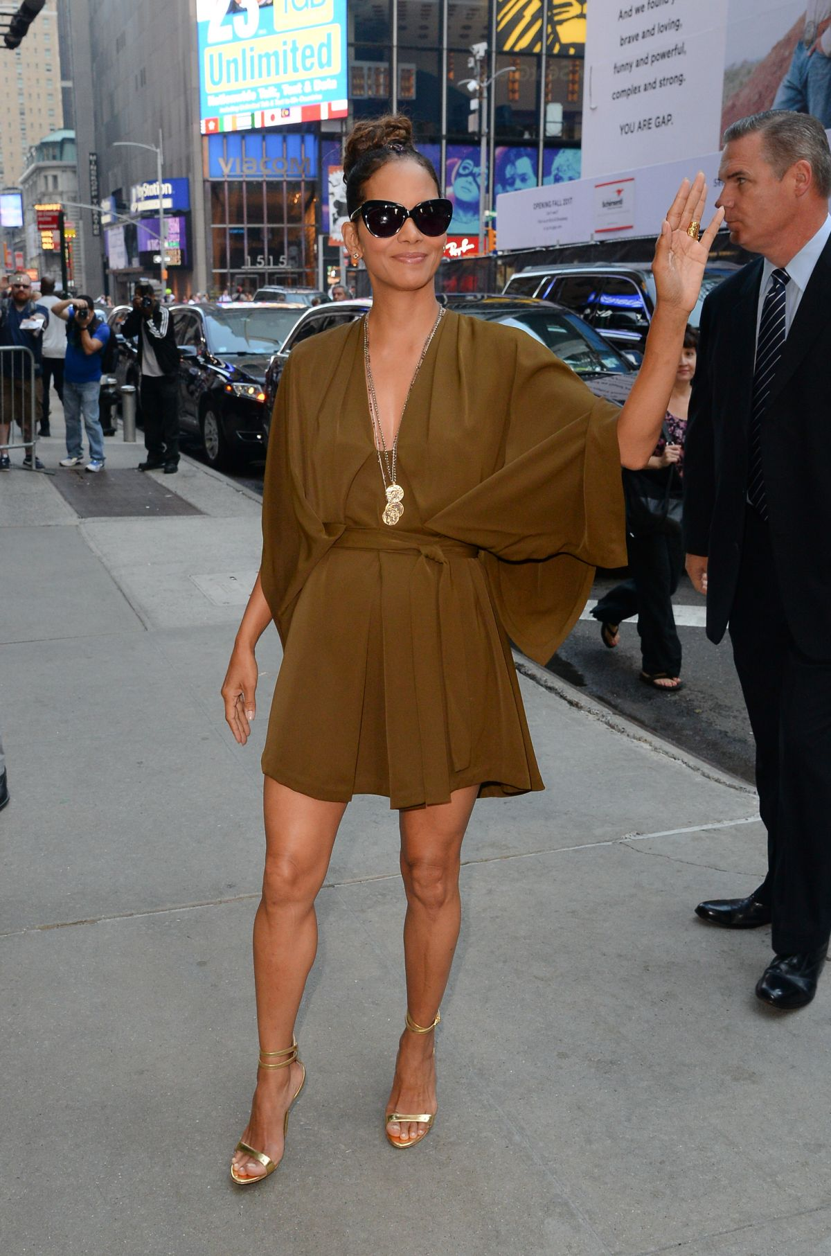 Good Morning America New York : Halle berry at good morning america studios in new york