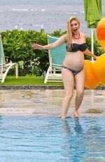 Heidi Montag Enjoying a day by the hotel pool in Hawaii