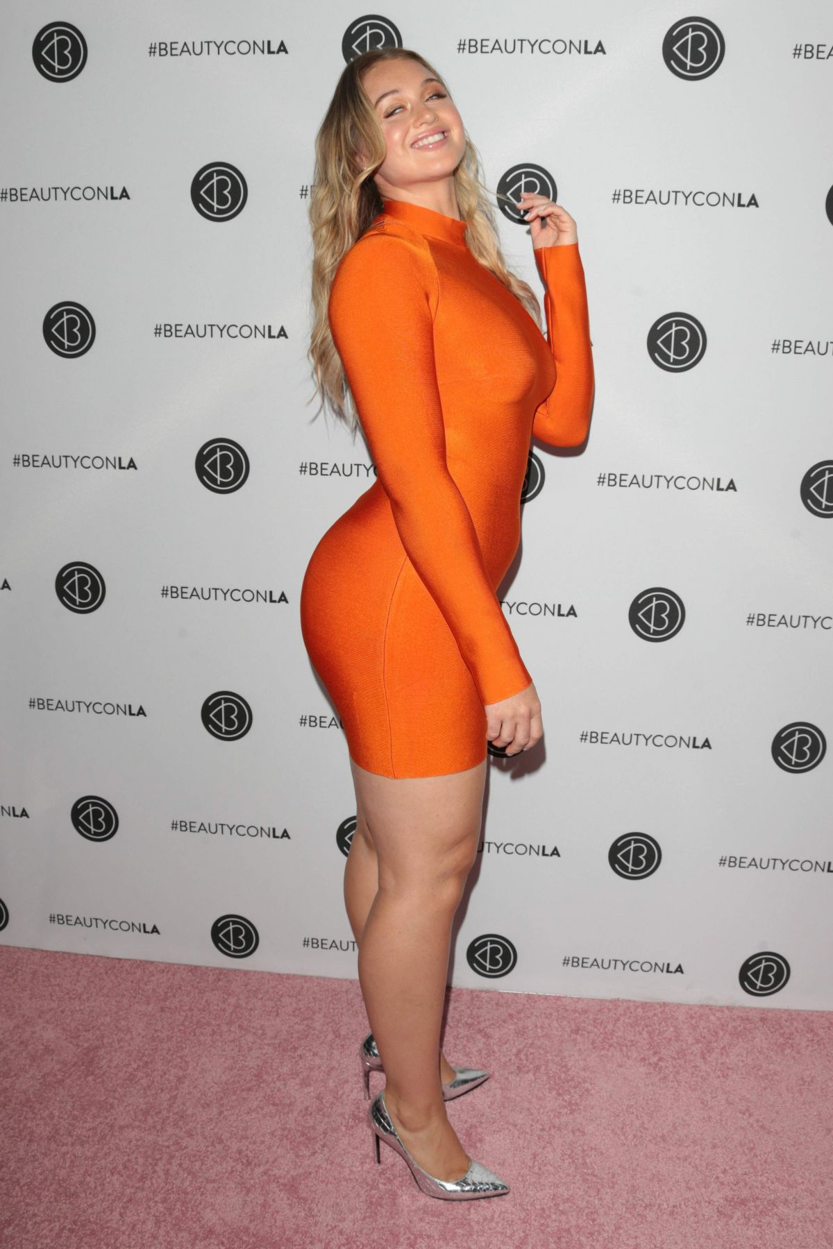 Iskra Lawrence Beautycon Festival Los Angeles Celebzz