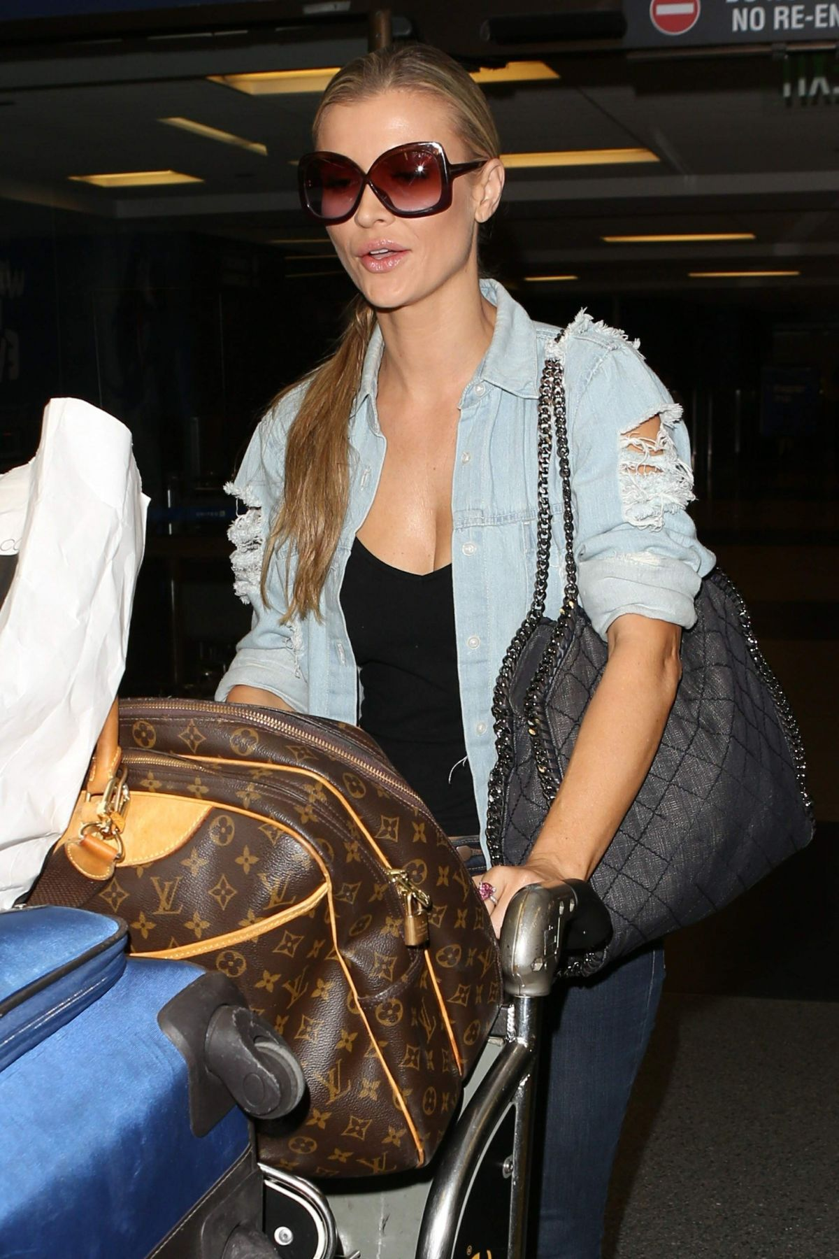 Joanna Krupa At LAX International Airport, Los Angeles   joanna-krupa-at-lax-international-airport-los-angeles_8