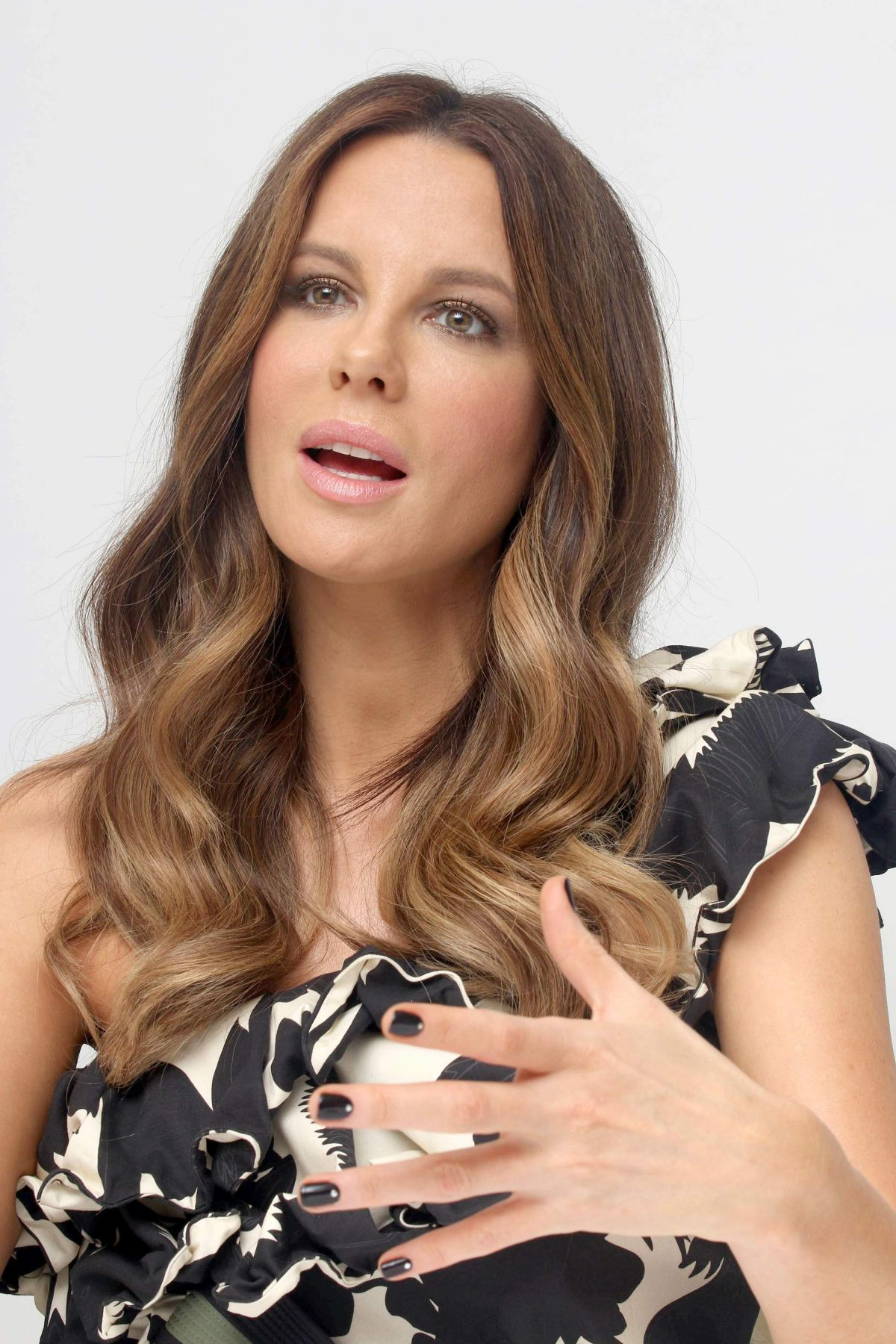 Kate beckinsale at the only living boy new york film photocall kate beckinsale at the only living boy new york film photocall press conference sciox Image collections