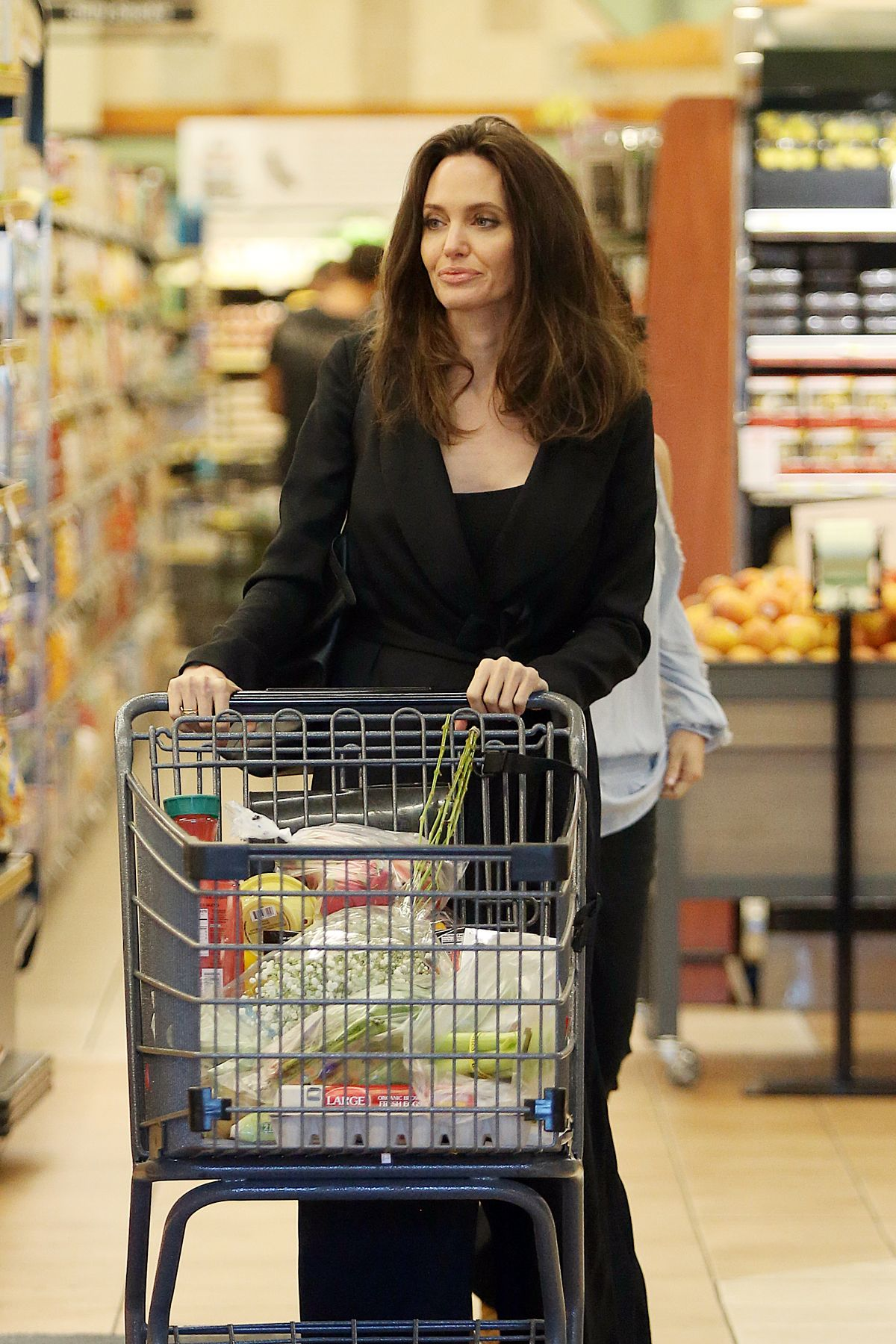 Angelina Jolie Grocery Shopping At Gelson S Markets In Los