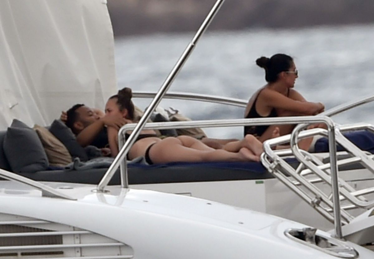 Chrissy Teigen Shows Her Butt on her yacht in Sardinia