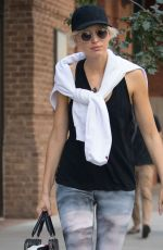 Karolina Kurkova Leaves her New York hotel