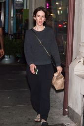 Sarah Paulson Grabs a quick take out dinnert in Philadelphia