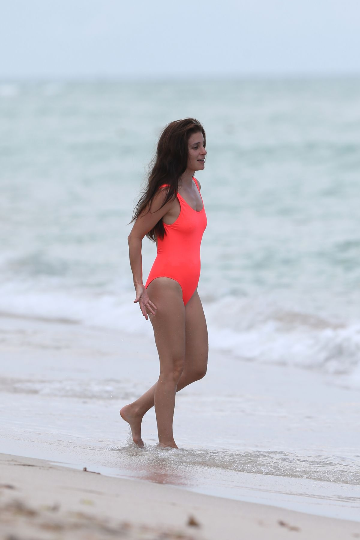 Shiri Appleby Wears a swimsuit at the beach in Miami ... Britney Spears Vegas 2017