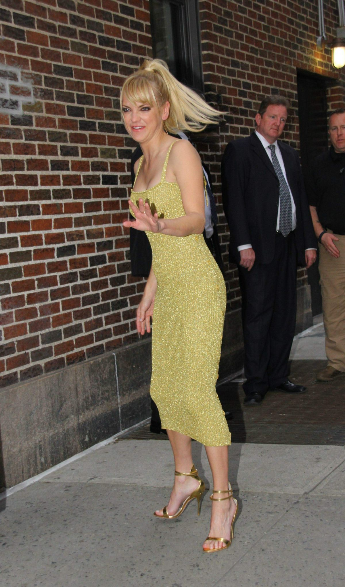 "Anna Faris Arriving for the ""Late Show with Stephen Colbert"" in New York City"