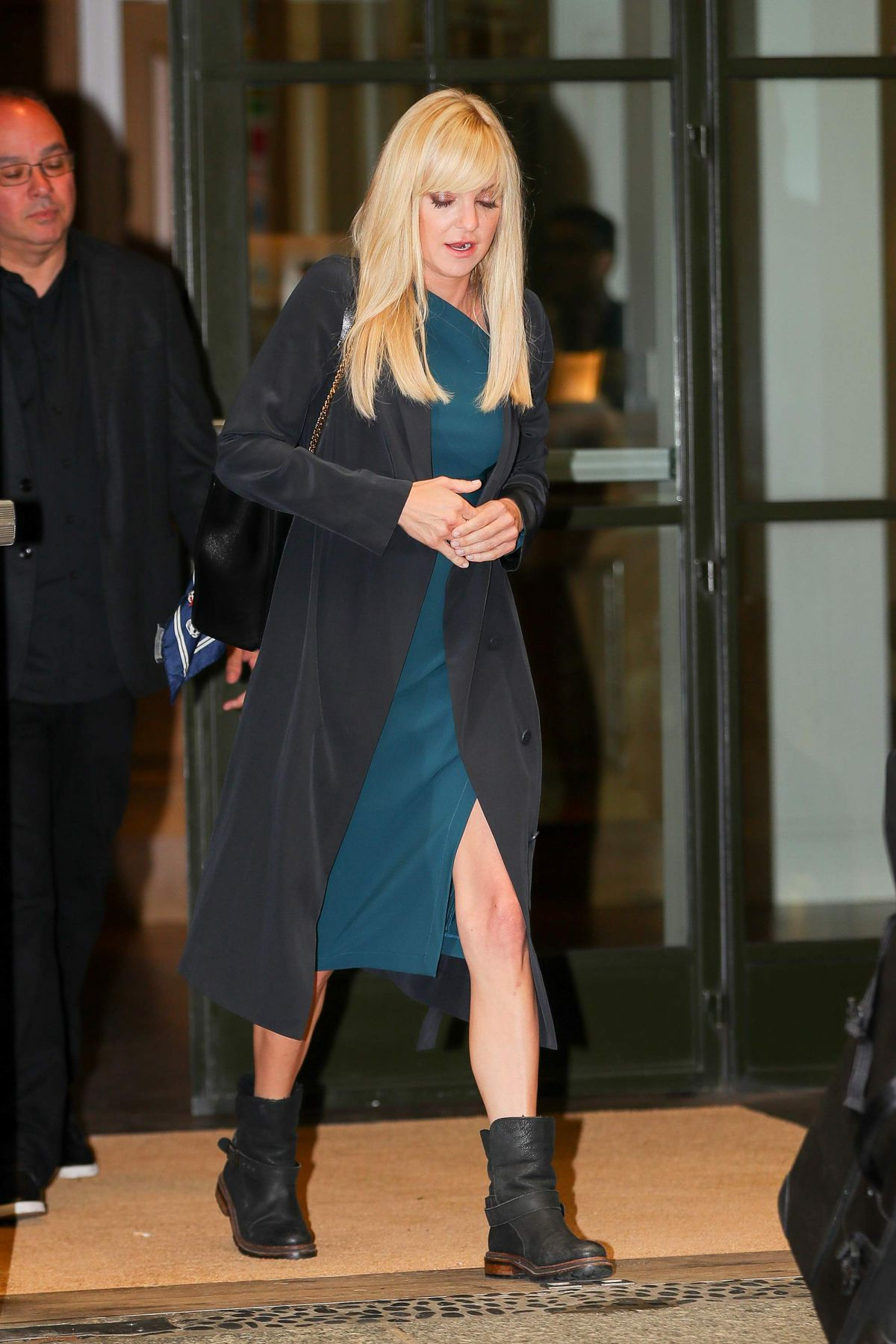 Anna Faris Heading to the Late Night with Seth Meyers in New York City