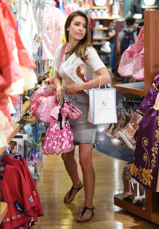 Audrina Patridge Takes some time out to shop in LA