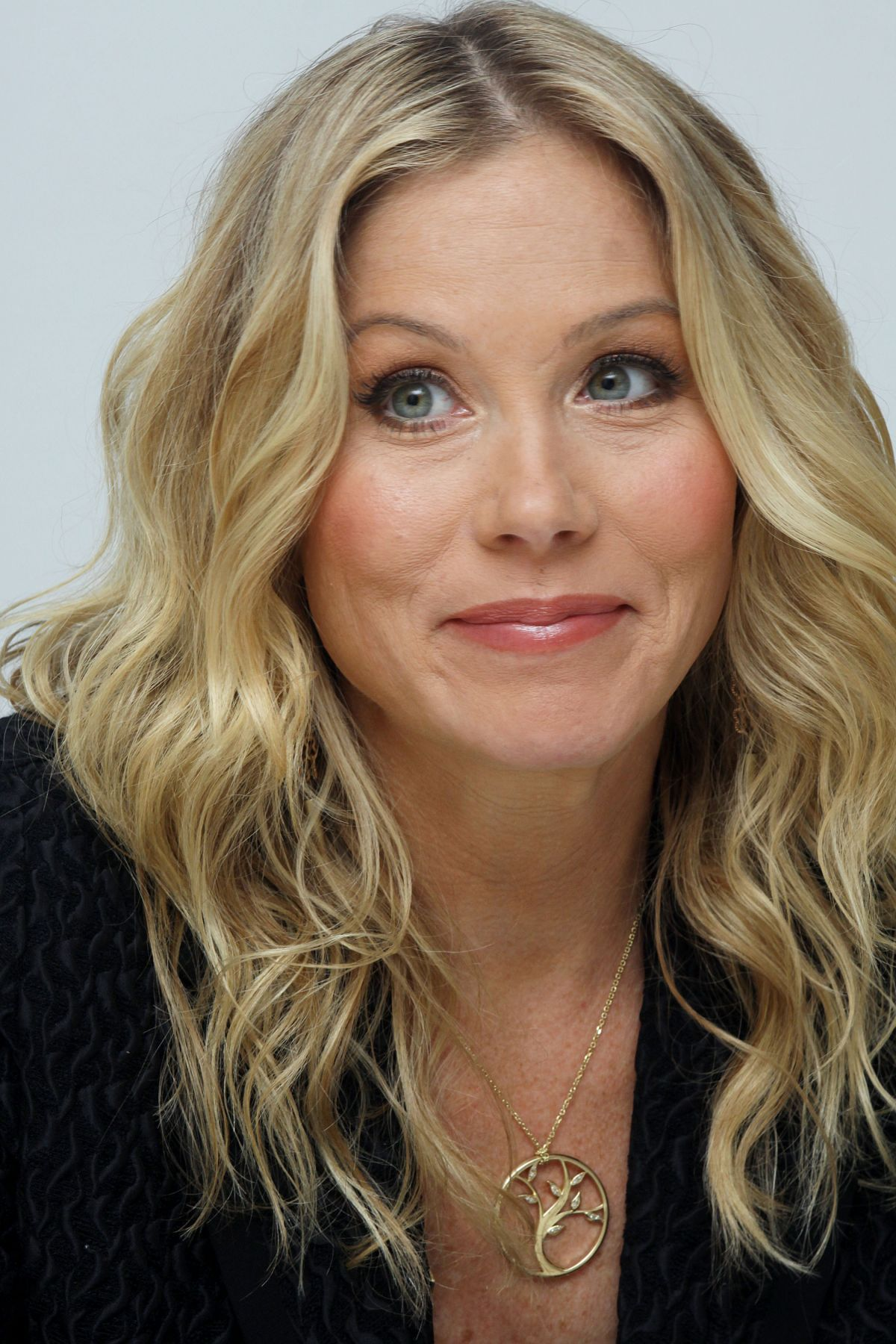 """Christina Applegate At """"Going The Distance"""" Press ... Angelina Jolie 2017"""