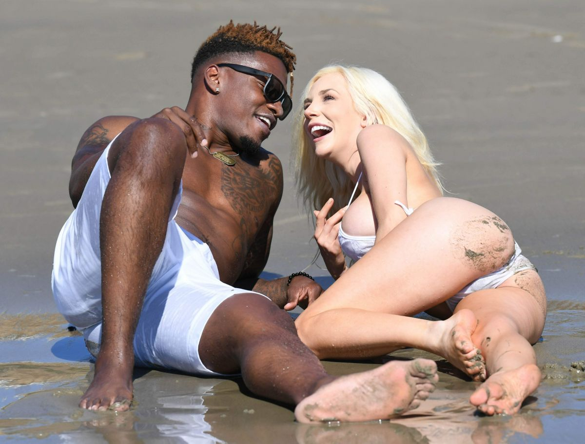 courtney-stodden-on-the-beach-in-malibu-0.jpg