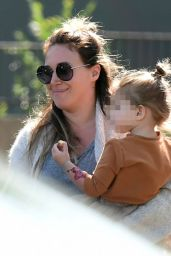 Haylie Duff Goes grocery shopping with her daughter Ryan Rosenberg, Los Angeles