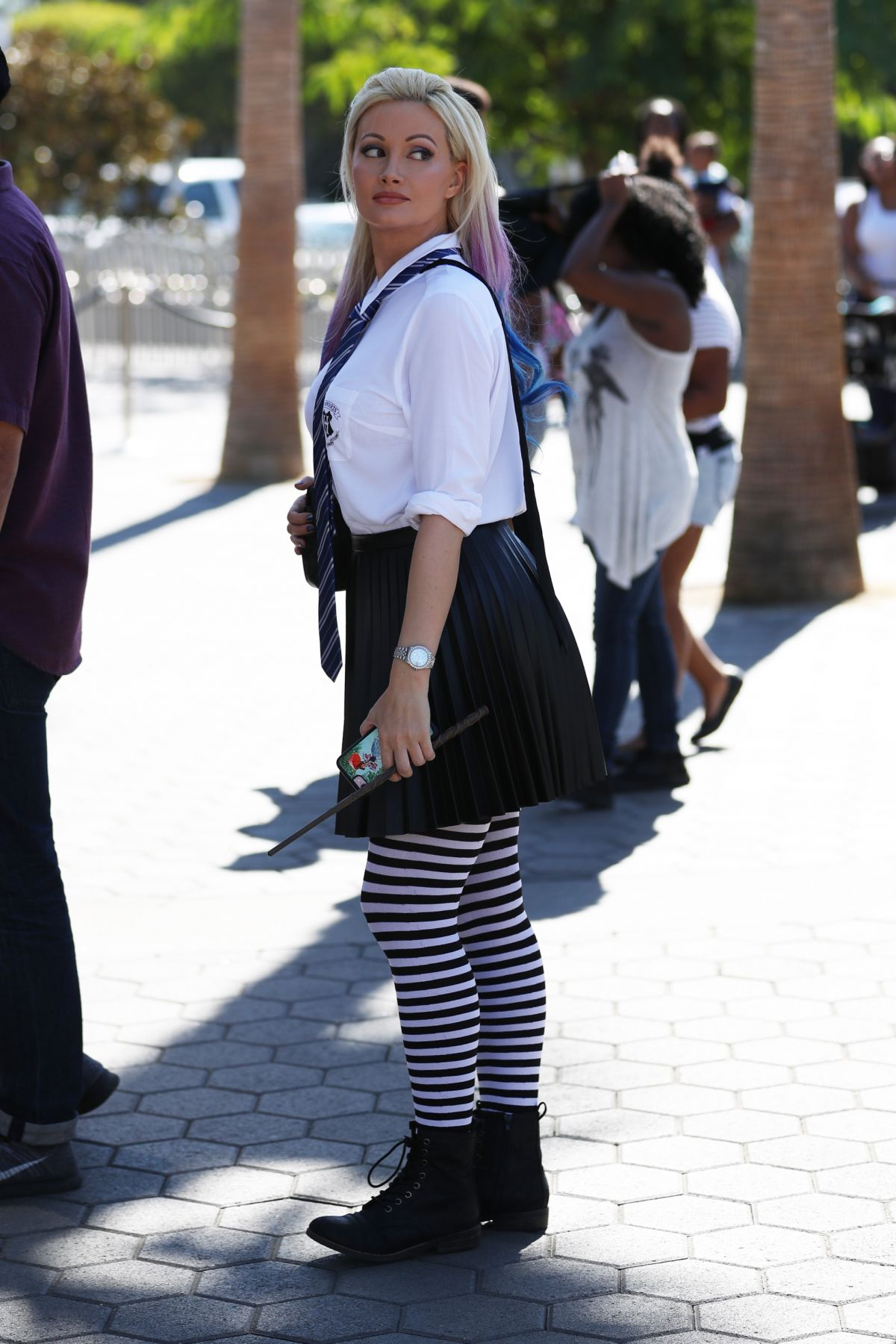 Holly Madison Wears a sexy Harry Potter outfit to Universal Studios Hollywood, California