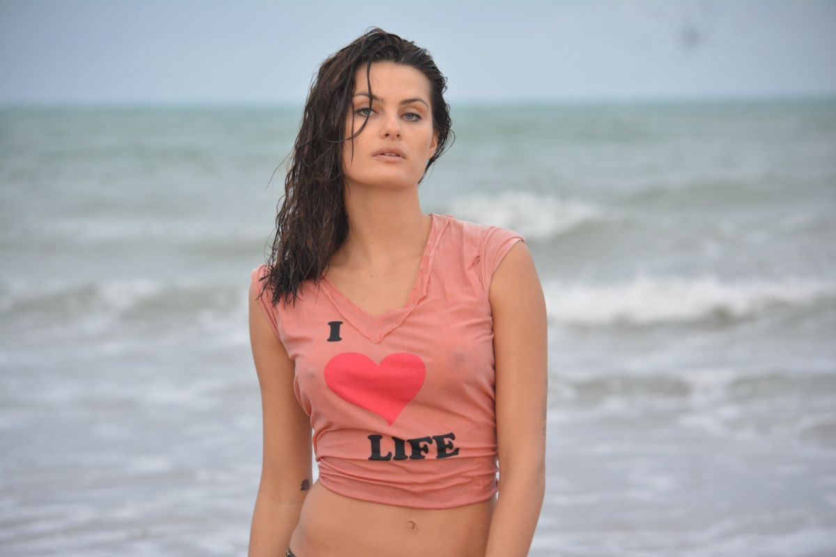 Isabeli Fontana At Maragogi Beach