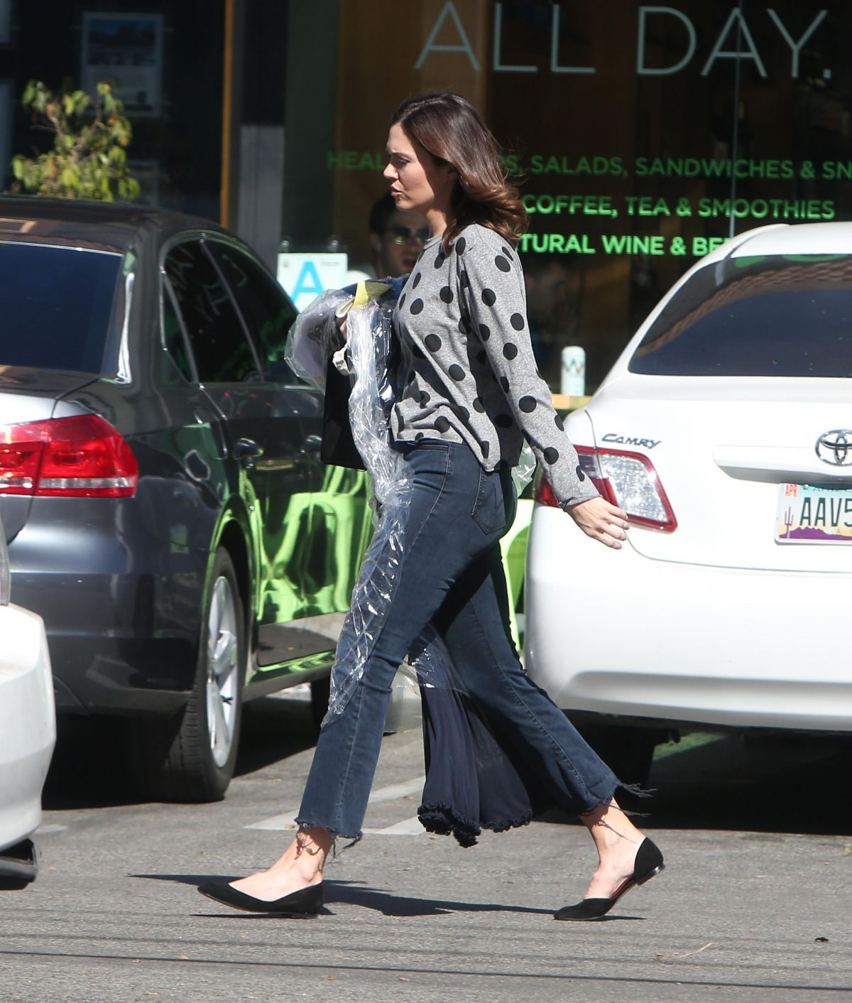 Mandy Moore Is spotted picking up her clothes at the cry cleaners in Los Angeles