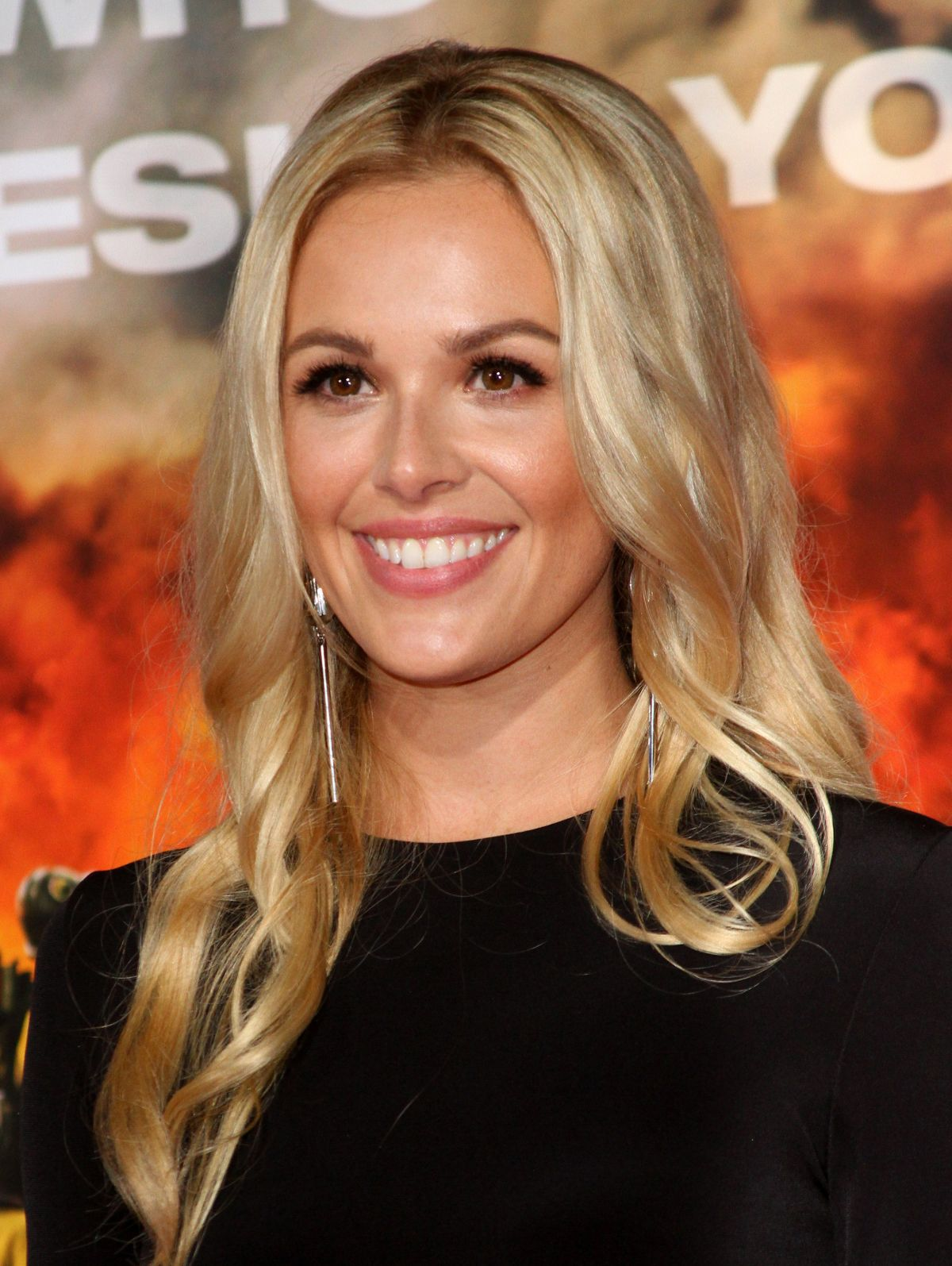 Natalie Hall At 'Only The Brave' film premiere, Los Angeles   natalie-hall-at-only-the-brave-film-premiere-los-angeles-11