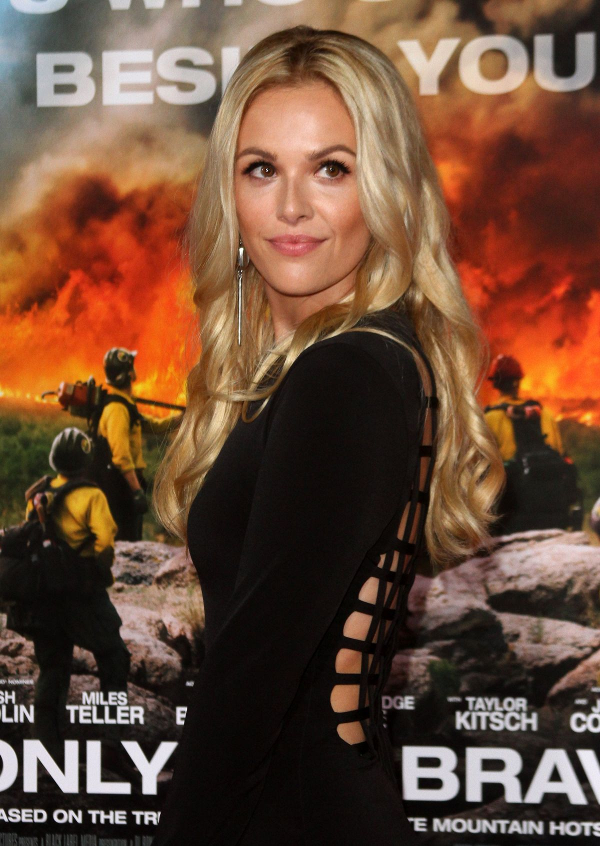 Natalie Hall At 'Only The Brave' film premiere, Los Angeles   natalie-hall-at-only-the-brave-film-premiere-los-angeles-14