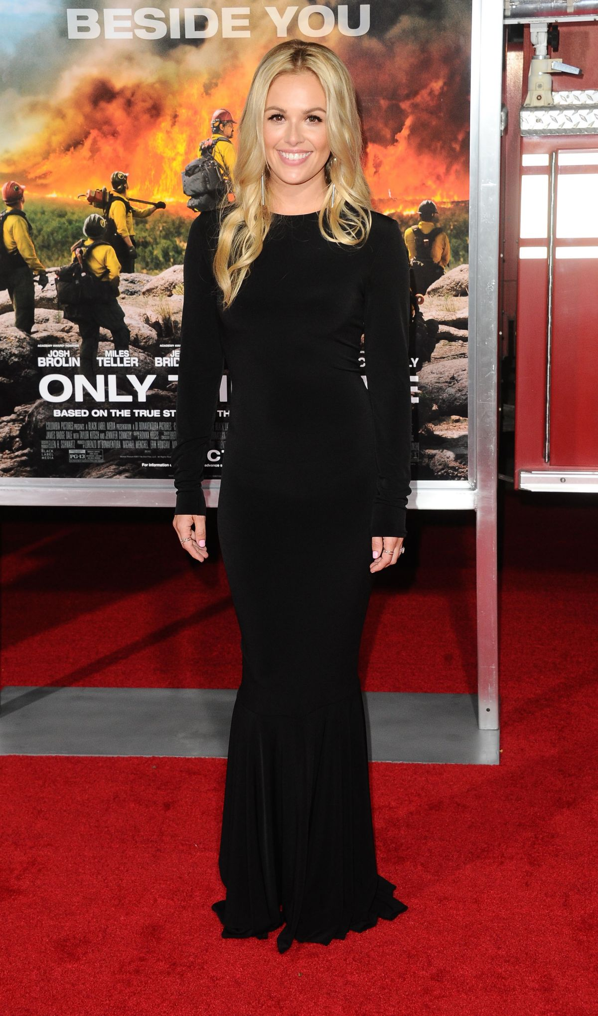 Natalie Hall At 'Only The Brave' film premiere, Los Angeles   natalie-hall-at-only-the-brave-film-premiere-los-angeles-16