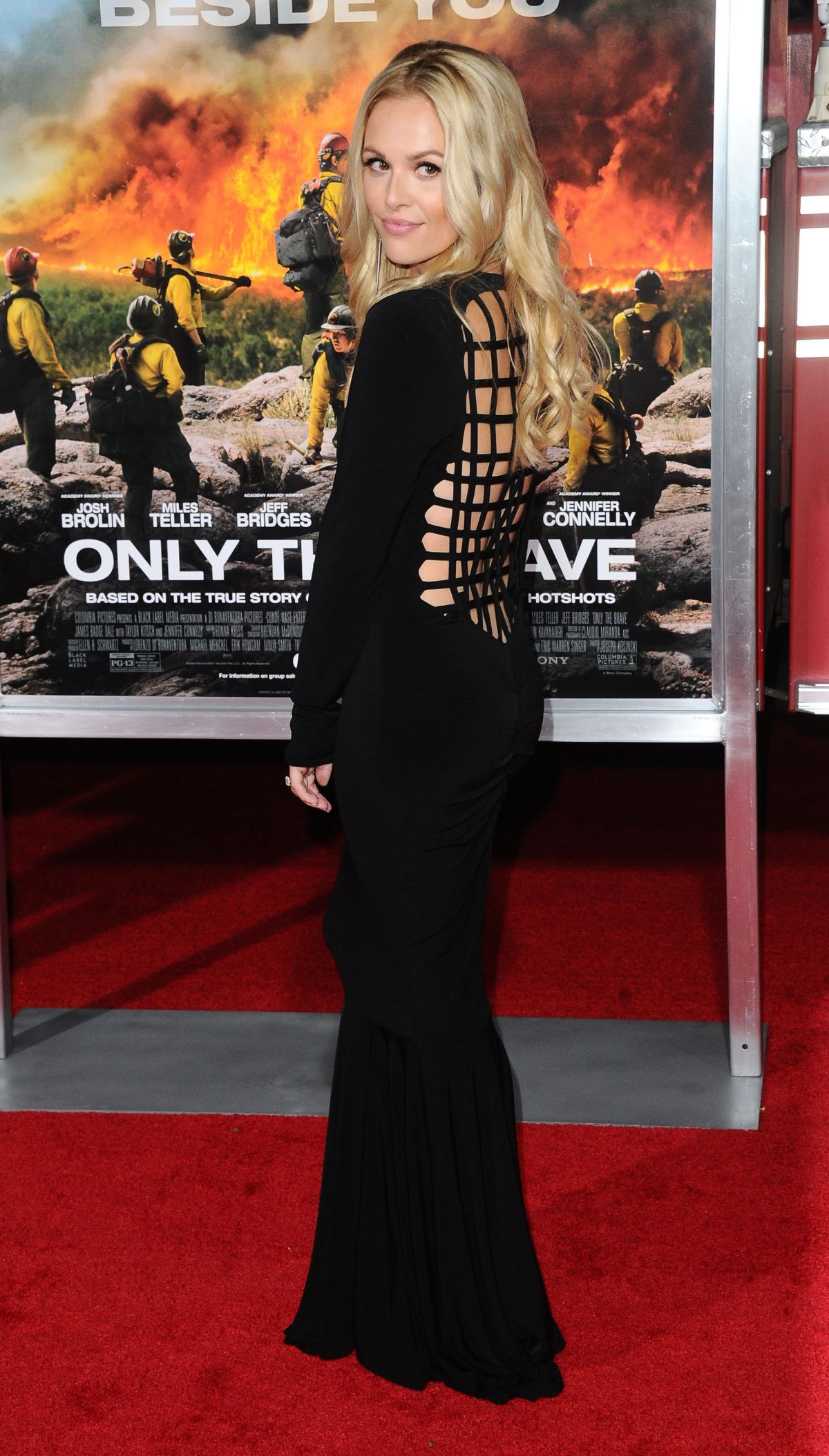 Natalie Hall At 'Only The Brave' film premiere, Los Angeles   natalie-hall-at-only-the-brave-film-premiere-los-angeles-18