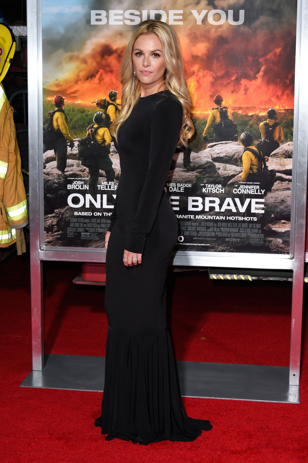 Natalie Hall At 'Only The Brave' film premiere, Los Angeles   natalie-hall-at-only-the-brave-film-premiere-los-angeles-20