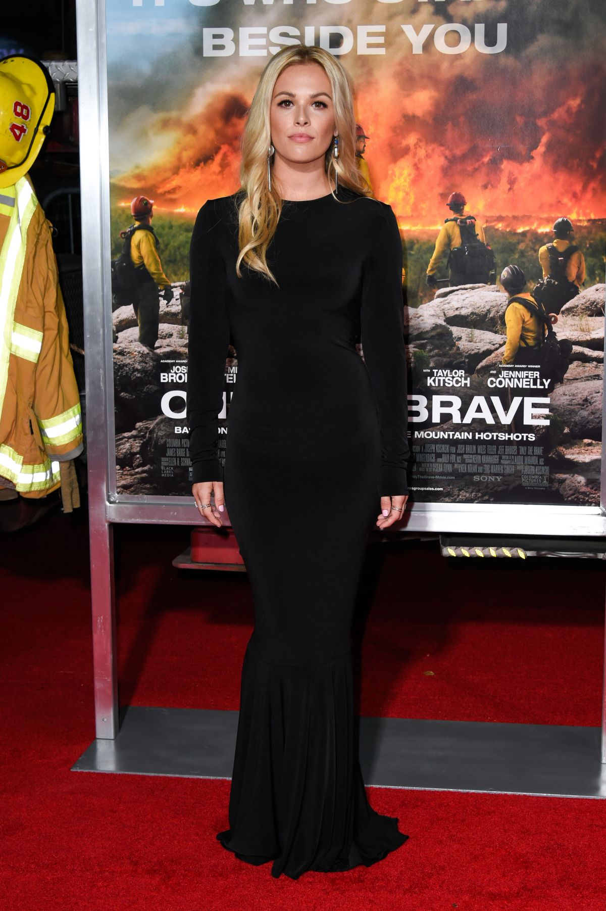 Natalie Hall At 'Only The Brave' film premiere, Los Angeles   natalie-hall-at-only-the-brave-film-premiere-los-angeles-21