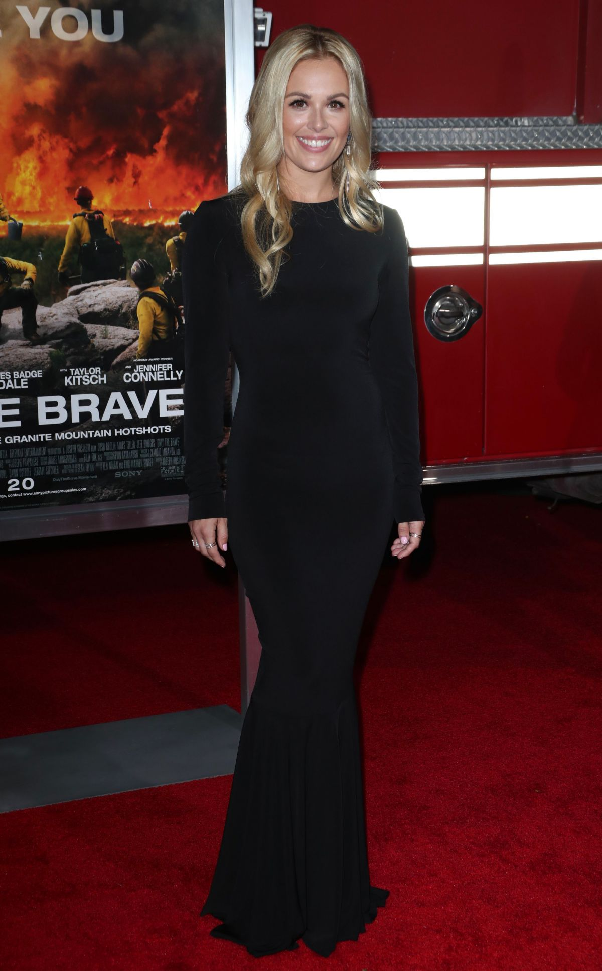 Natalie Hall At 'Only The Brave' film premiere, Los Angeles   natalie-hall-at-only-the-brave-film-premiere-los-angeles-3