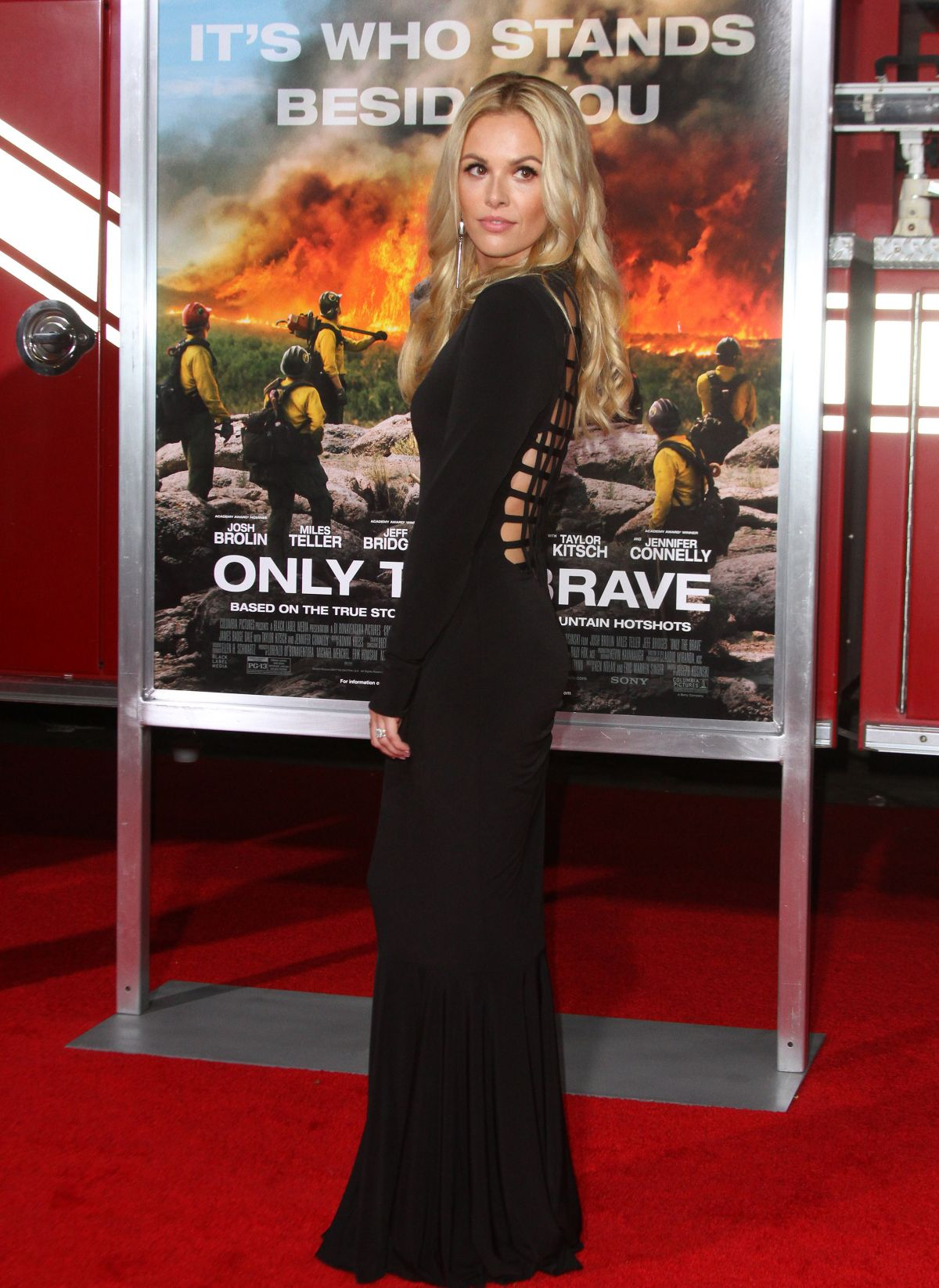 Natalie Hall At 'Only The Brave' film premiere, Los Angeles   natalie-hall-at-only-the-brave-film-premiere-los-angeles-32