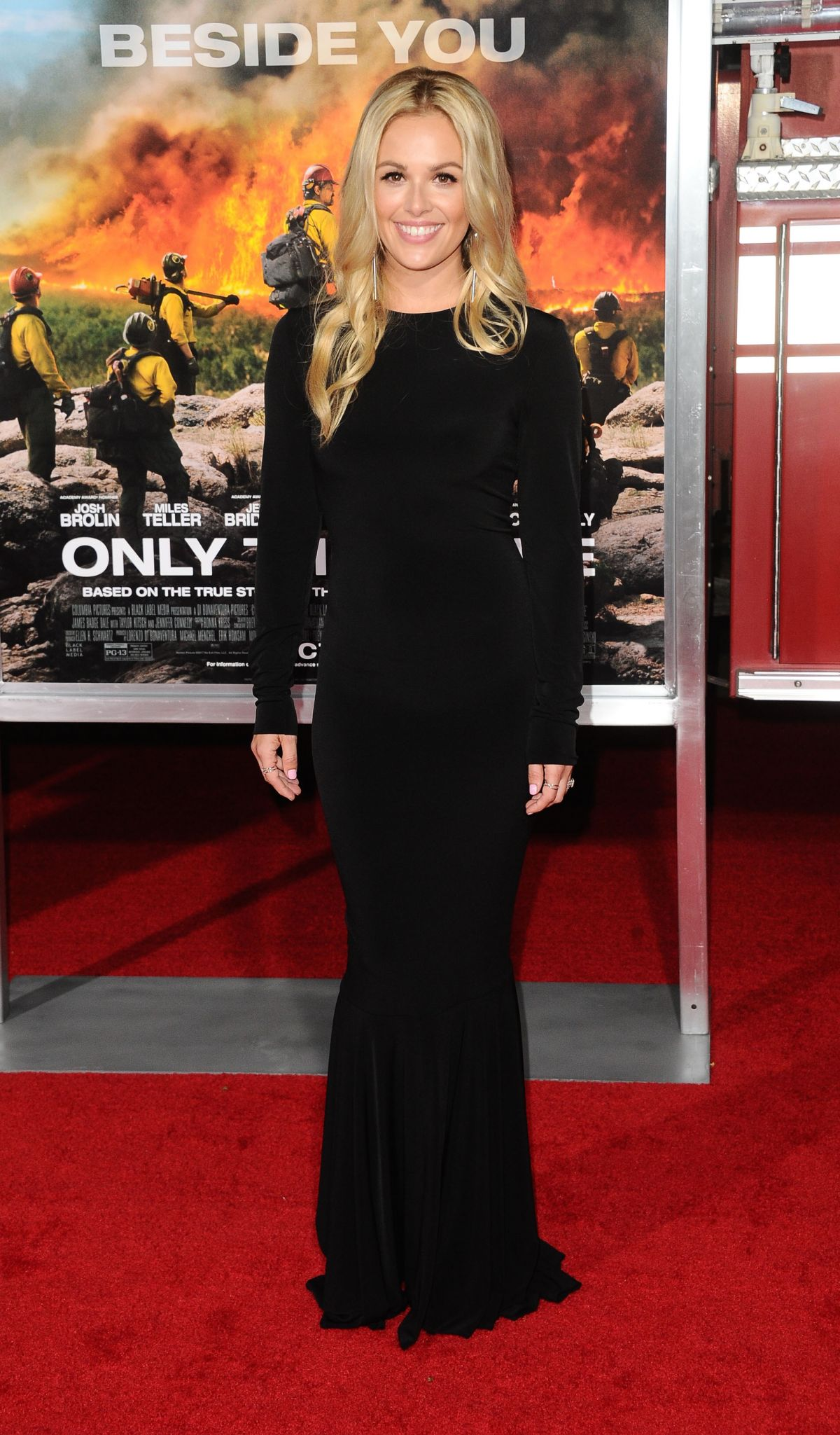 Natalie Hall At 'Only The Brave' film premiere, Los Angeles   natalie-hall-at-only-the-brave-film-premiere-los-angeles-37