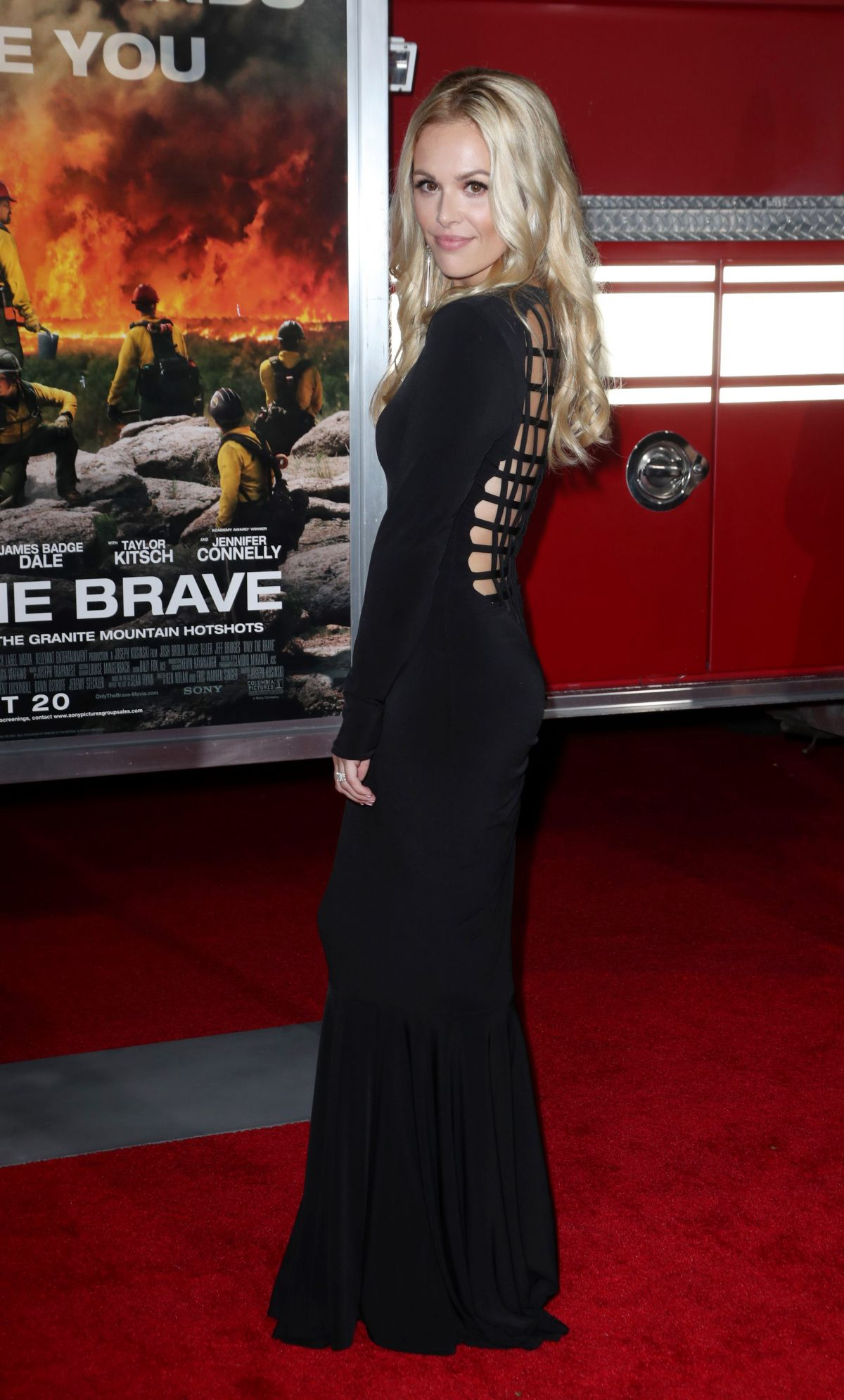 Natalie Hall At 'Only The Brave' film premiere, Los Angeles   natalie-hall-at-only-the-brave-film-premiere-los-angeles-4