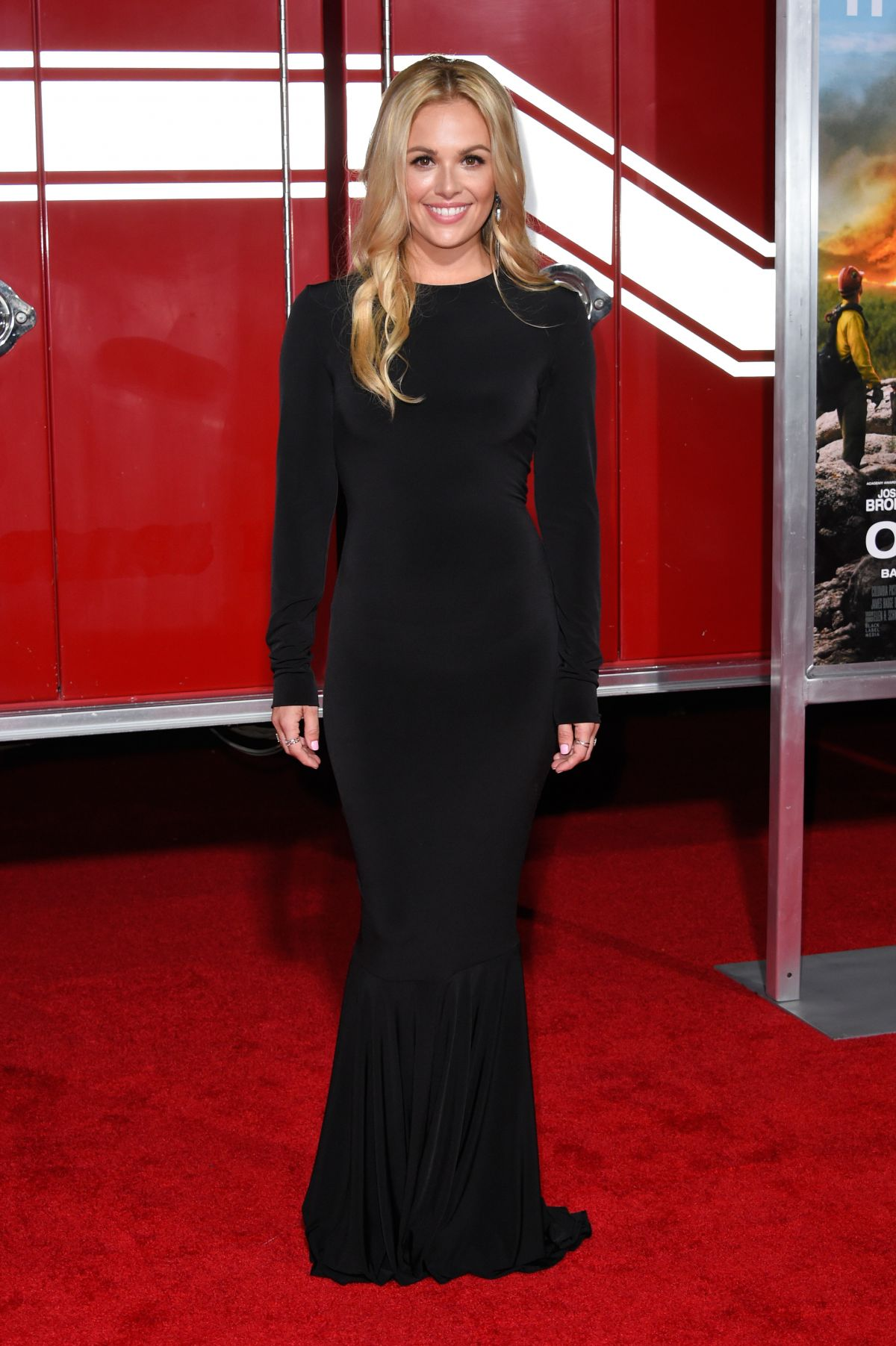 Natalie Hall At 'Only The Brave' film premiere, Los Angeles   natalie-hall-at-only-the-brave-film-premiere-los-angeles-43