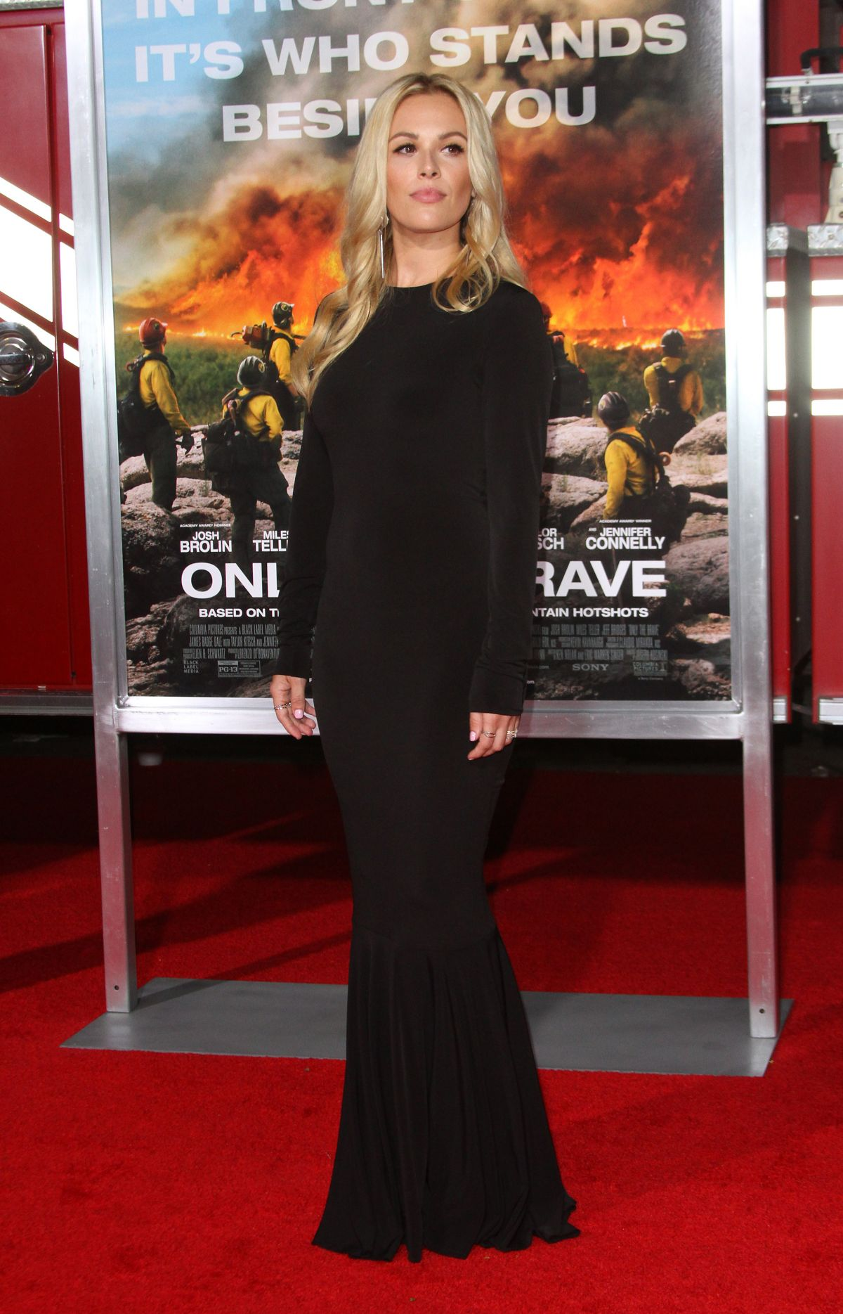 Natalie Hall At 'Only The Brave' film premiere, Los Angeles   natalie-hall-at-only-the-brave-film-premiere-los-angeles-8