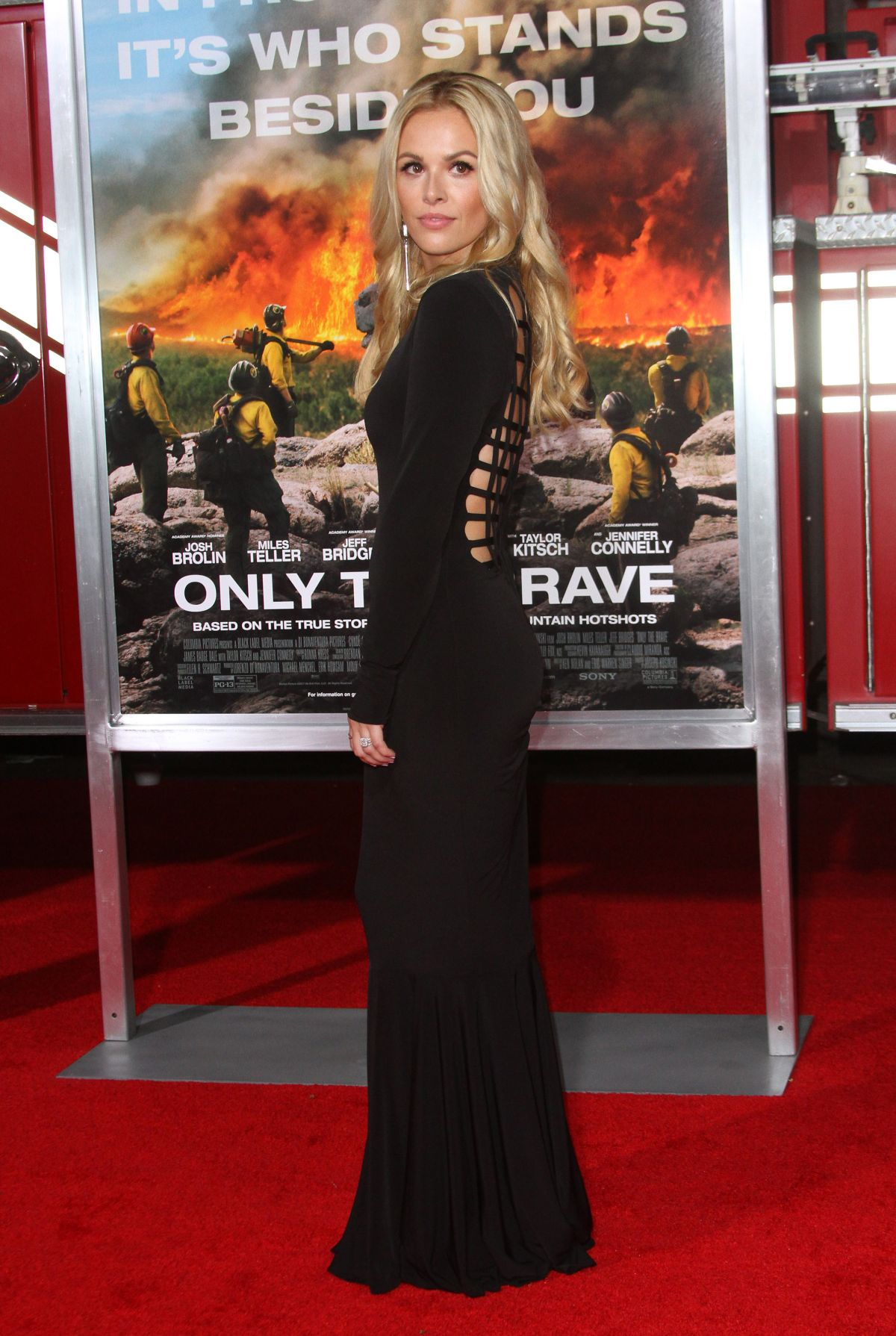 Natalie Hall At 'Only The Brave' film premiere, Los Angeles   natalie-hall-at-only-the-brave-film-premiere-los-angeles-9