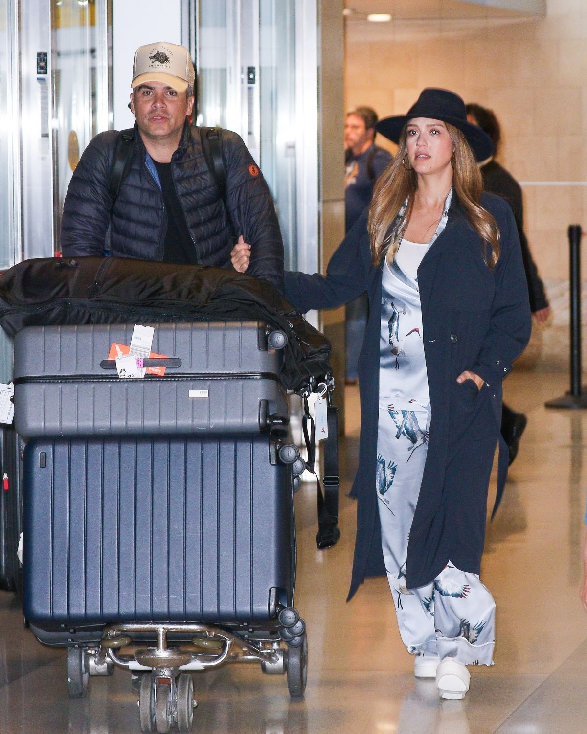 Pregnant Jessica Alba with husband Cash touch down in New York City