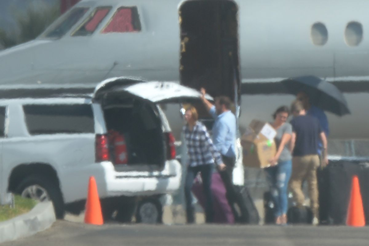 Taylor Swift Camera shy while arriving in LA